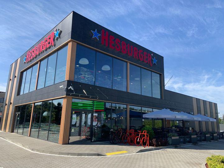 500 Hesburger-ravintolan rajapyykki ylittyi tämän Kiovassa sijaitsevan ravintolan avauksen myötä.