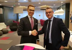 The agreement was signed by Vice President Alexander Stubb of the EIB and CEO Jukka Leinonen of DNA.