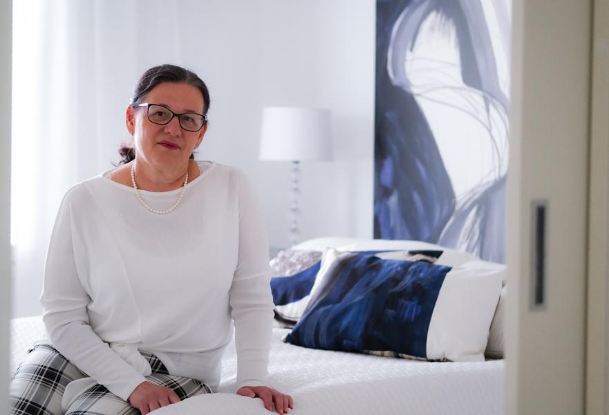 Anne Hasu rakastaa taidetta ja se näkyy hänen kodissaan