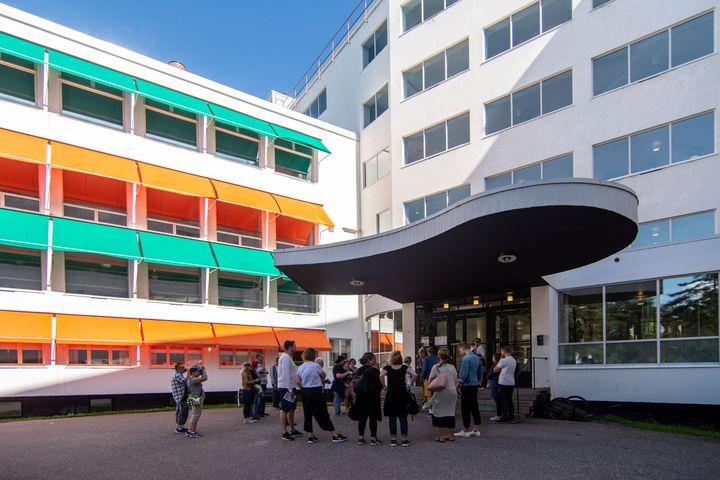 Arkkitehtuurikierrokset Paimion parantolassa olivat suosittuja. Kuva Magni Mundi / Rockphoto.fi
