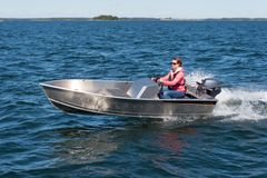 The small and sporty Buster Mini Sport is a new, redesigned version of the Buster Mini, the smallest boat in the Buster range. The steering console and the larger engine rating make the nifty Buster Mini well-suited for short-distance travel or younger boaters' first console boat.