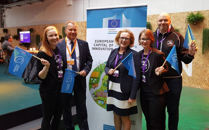 Espoo was represented at the iCapital prize ceremony by Project Manager Veera Vihula, Mayor Jukka Mäkelä, Services Development Director Päivi Sutinen, EU Affairs Coordinator Jasmin Repo and Data Analyst Consultant Tomas Lehtinen.