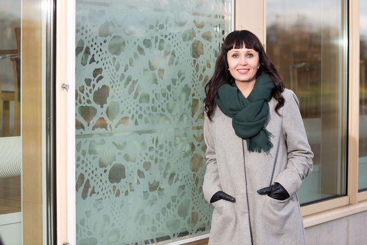 Suomalaisten on voitava luottaa siihen, että ikääntyessään he saavat tarvitsemansa avun, sanoo kansanedustaja Kristiina Salonen. (Kuva: Jukka-Pekka Flander)
