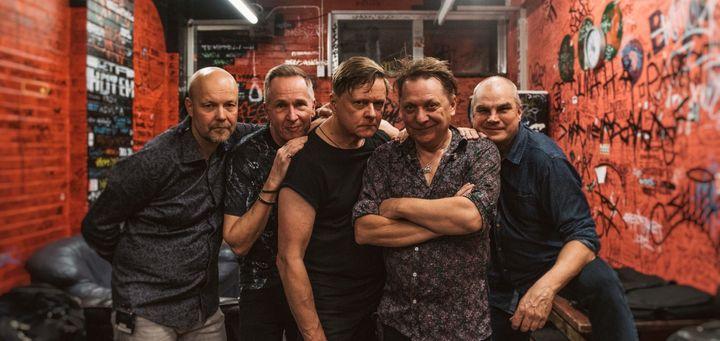 Suomen tunnetuimpiin rock-yhtyeisiin kuuluva Miljoonasade viettää ensi vuonna 35. juhlavuottaan.