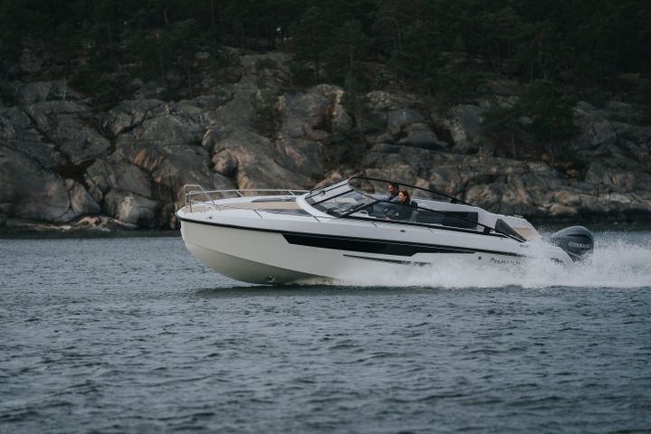 The handling characteristics of the Yamarin 88 DC will please even the very demanding helmsmen.The boat feels stable also at higher speeds and rougher weather