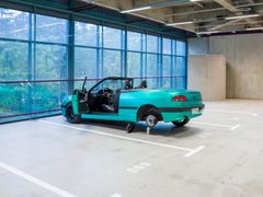 Elmgreen & Dragset, Trap, 2020. Peugeot Cabriolet, taxidermy rat, car jack. Courtesy of the artists. Photo: Paula Virta/EMMA