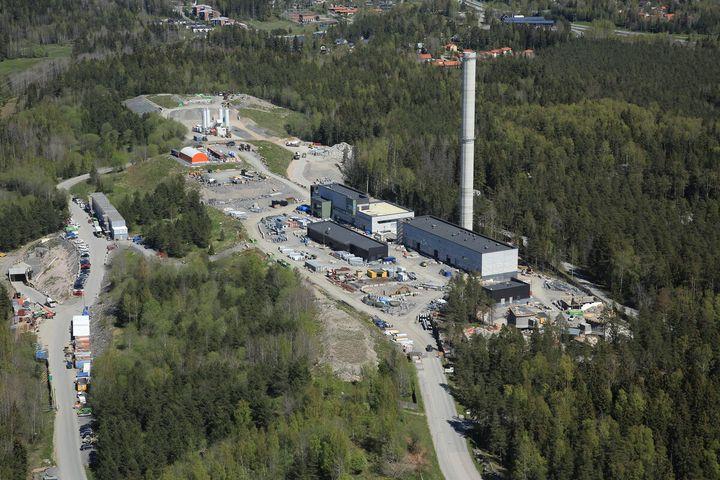 Blominmäen jätevedenpuhdistamon tunnelilouhinnat saatiin päätökseen. HSY:n vuonna 2022 valmistuva laitos rakennetaan pääosin maan alle.
