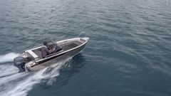 In terms of its basic dimensions, the new fourth-generation Buster M is in line with its predecessors: The five-person boat has a length of 4.86 metres and a beam of 1.85 metres. The engine power range is also as before, between 30 and 40 hp.