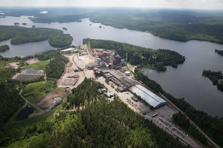 Stora Enson Heinolan tehdas, jossa valmistetaan aallotuskartonkia.